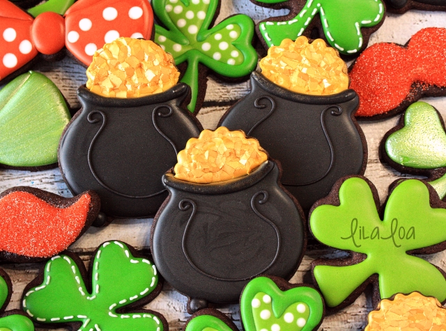 Learn how to make easy decorated pot of gold cookies for St. Patrick's Day ~ Tutorial