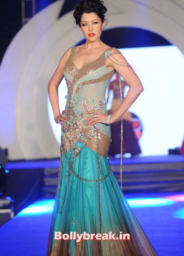 Aditi Govitrikar, Rohit Verma's Fashion Show Pics