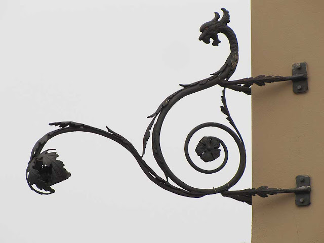 Wrought iron dragon, Piazza dei Mille / Via de Larderel, Livorno