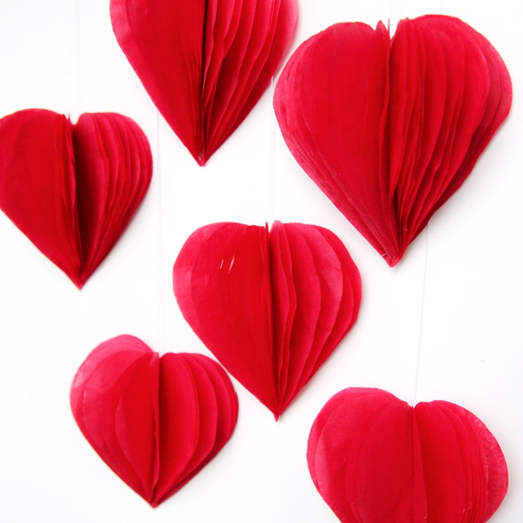 Diy 3d valentine 39 s day tissue paper heart decorations for Decoration paper