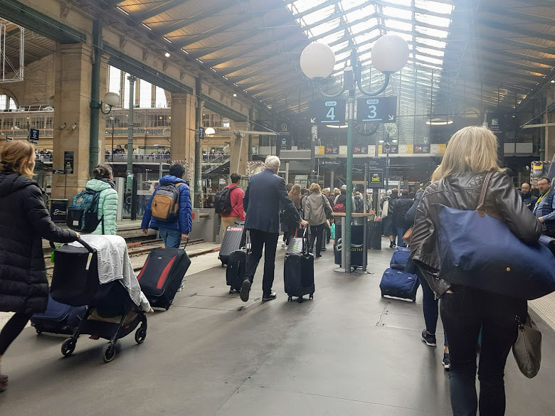 巴黎北站下車準備轉乘捷運