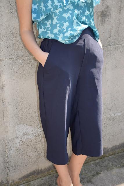 pantaloni culotte blu outfit pantaloni culotte come abbinare i pantaloni culotte abbinamenti pantaloni culotte  mariafelicia magno fashion blogger colorblock by felym outfit giugno 2017 outfit estivi