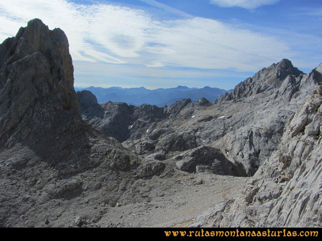 Ruta Urriellu, Canal de la Celada, Collada Bonita, Moñetas, Vegas del Toro: Desde Collada Bonita hacia Moñetas