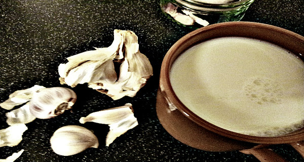 Garlic Milk A Powerful Health Bomb – Cures Cough, Asthma, Pneumonia, Tuberculosis,Cardiac Problems, Arthritis, Insomnia And Many Other Diseases! (RECIPE)