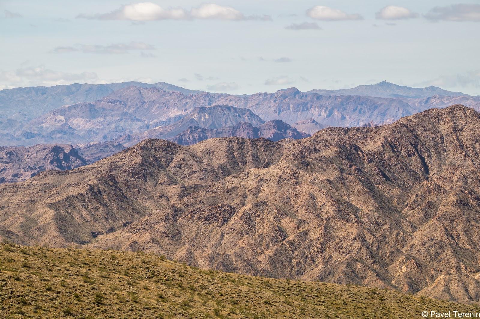 Безжизненная пустыня без каких-либо намёков на зелень