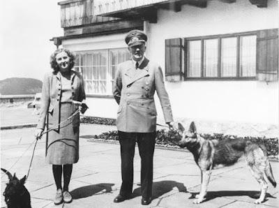 伊娃.布朗(Eva Braun)與希特勒(Adolf Hitler)