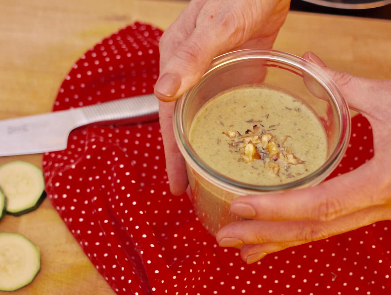 Vegane Zucchini Walnuss Suppe