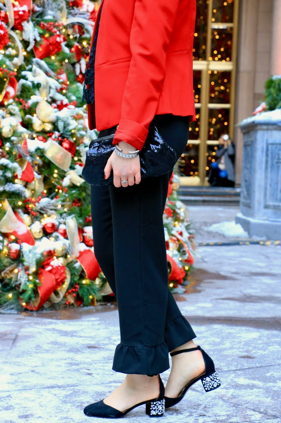 Nyc fashion blogger Kathleen Harper wearing cropped ruffle-hem pants