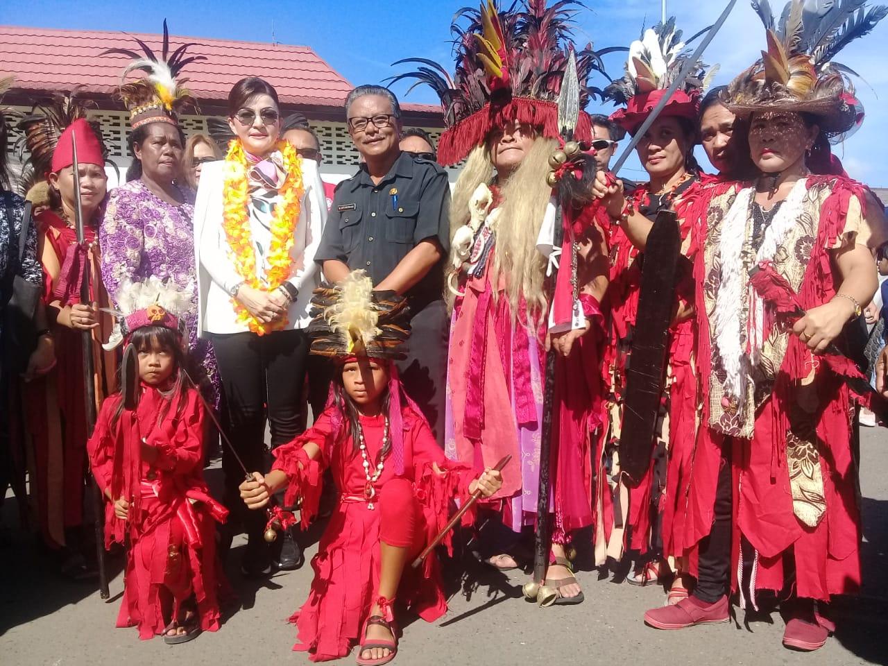 Tetty Paruntu disambut meriah warga kawanua Manokwari