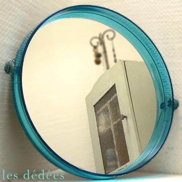 Les dedees vintage recup creations le miroir rond 70 en plexi bleu lagon by ben - Salle de bain recup ...