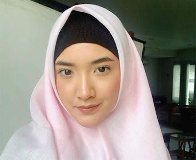 Nadya Arina Pakai Hijab
