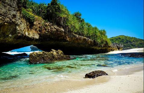 Tempat wisata pantai srau di pacitan