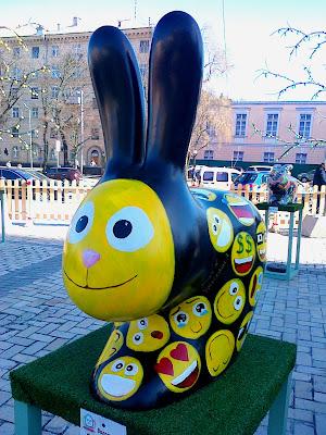 Расписной пасхальный кролик на Софиевской площади