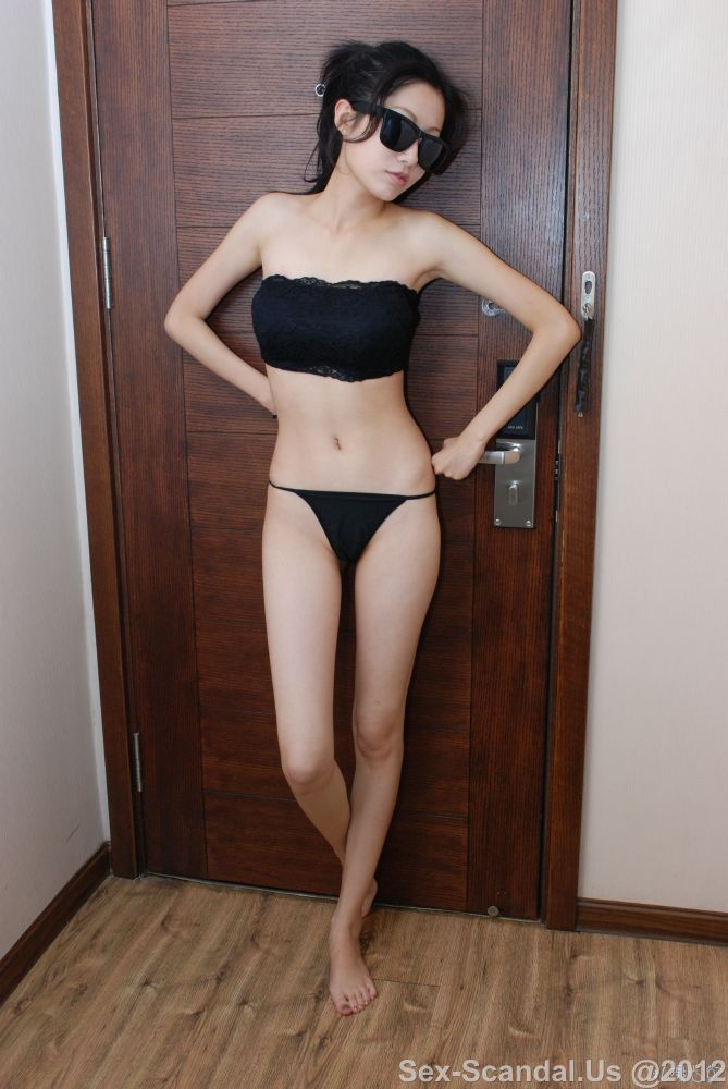 Nice girl glasses shows her body,Sex-Scandal.Us,Taiwan Celebrity Sex Scandal, Sex-Scandal.Us, hot sex scandal, nude girls, hot girls, Best Girl, Singapore Scandal, Korean Scandal, Japan Scandal