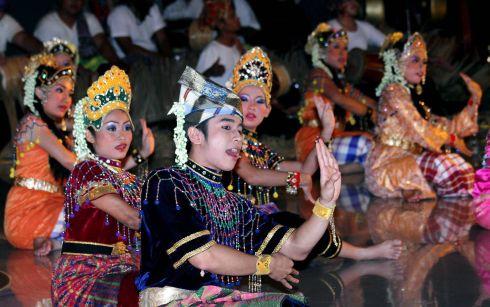 seni budaya makyong