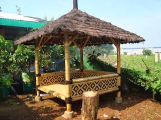 contoh gazebo bambu minimalis