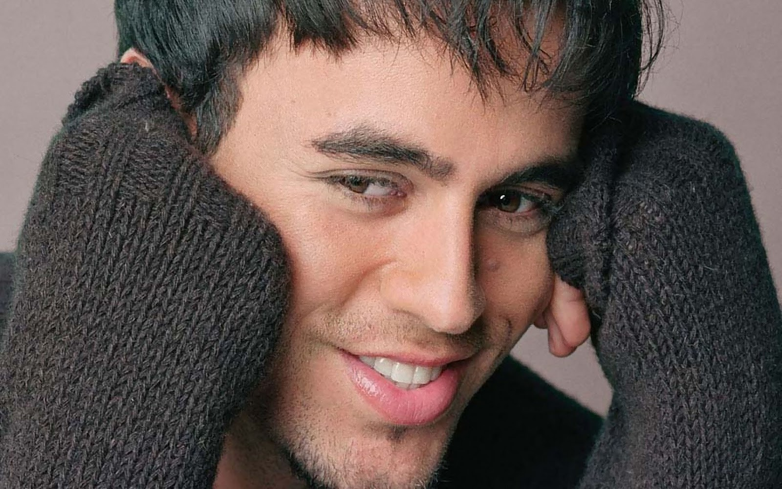 ENRIQUE IGLESIAS HD WALLPAPERS 2013:Image for pc wallpaper