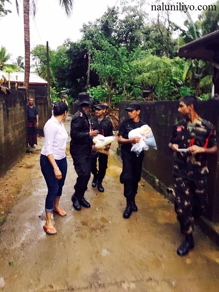 Janaki Wijerathne meeting flood affected people