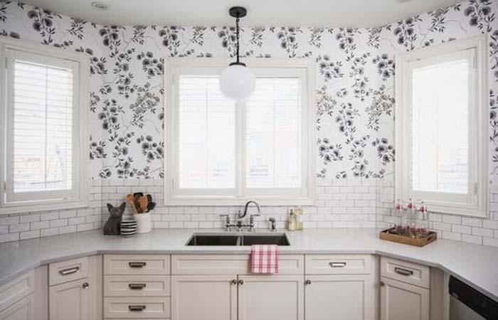 beyaz çiçek desenli mutfak duvar kağıdı