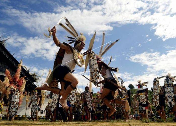 Sejarah dan Keunikan Suku Dayak