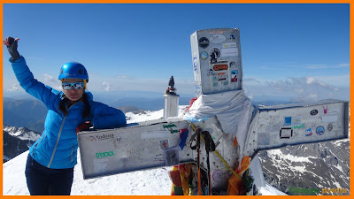 Celebrando la cumbre en el Pico Aneto