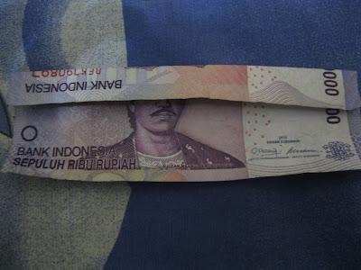 Hal Ganjil, Ditemukan Dalam Mata Uang Rp.10.000 [ www.BlogApaAja.com ]