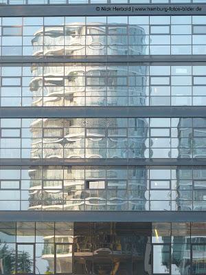 Spiegelung in der HafenCity Hamburg