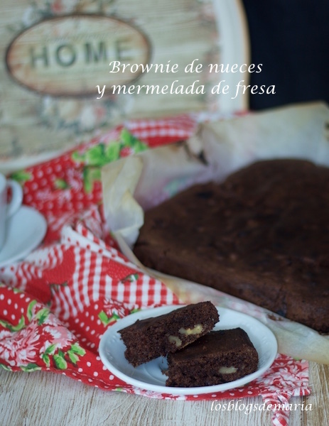 Brownie de nueces y mermelada de fresas