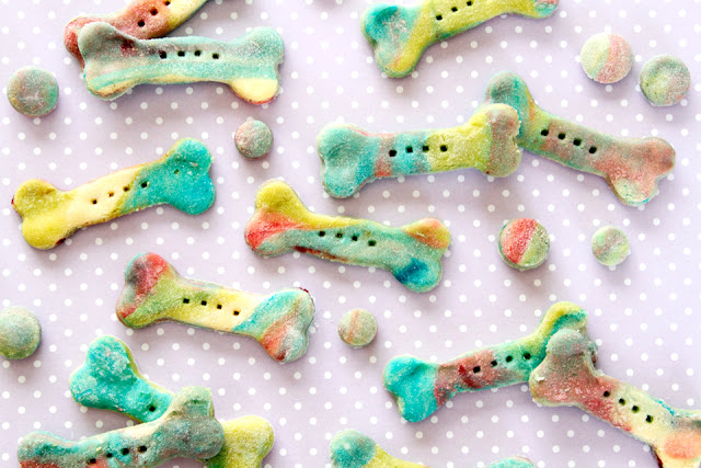 "How to Make Homemade ""Unicorn Bone"" Rainbow Marbled Dog Treats"