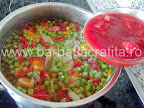 Mazare cu afumatura preparare reteta - punem sucul de rosii