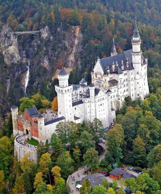 Neuschwanstein também foi a realização de um sonho de infância. Foi o sonho de um rei de grande cultura: Luís II da Baviera.
