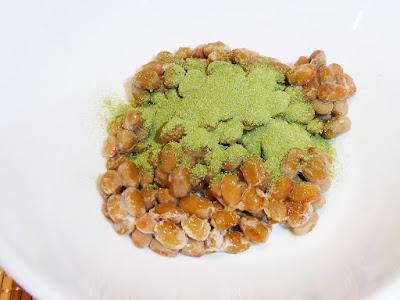 納豆に青汁(粉末)
