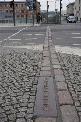 Trazado del muro de Berlín en Niederkichnerstrasse