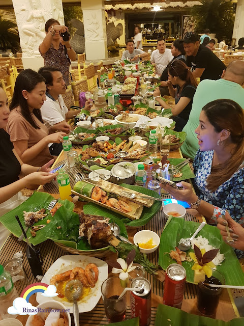 Isdaan Floating Restaurant, Filipino feast
