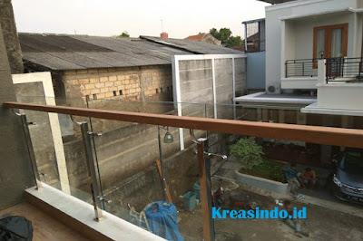 Railing Balkon Stainless Kaca Tempered Pesanan PT Cipta Bangun Selaras Proyek Grand Jagakarsa