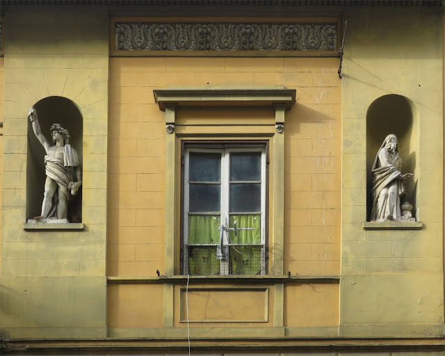 Allegorical statues of autumn and winter, former Four Seasons kindergarten, Corso Amedeo, Livorno