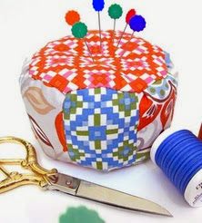 http://translate.googleusercontent.com/translate_c?depth=1&hl=es&rurl=translate.google.es&sl=ru&tl=es&u=http://www.sew4home.com/projects/fabric-art-accents/mini-pouf-pincushion&usg=ALkJrhgsk2v23c0dmJcmsVBqwHPA_2eSrw