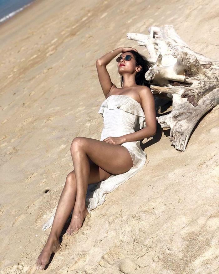 Sonal Chauhan Hot Photo Shoot Stills, Sonal Chauhan Photos!