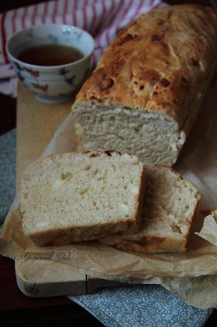 Pane-a-cassetta-formaggi-miele-castagno