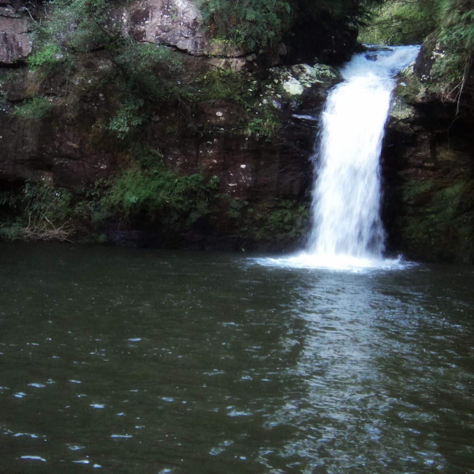 Poço das Andorinhas, em Três Cachoeiras, Pequena Cidade Próxima de Torres