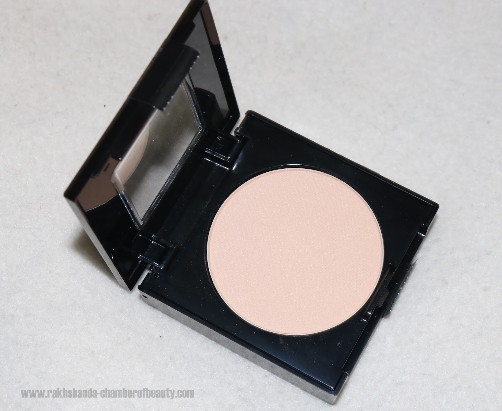 Maybelline NY Fit Me Pressed powder review,swatches and price in India, Maybelline NY, best and affordable pressed powders in India,