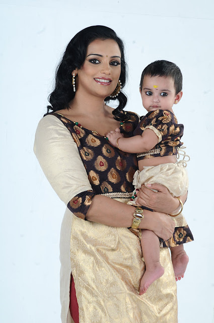 Shweta Menon with daughter Sabaina Menon