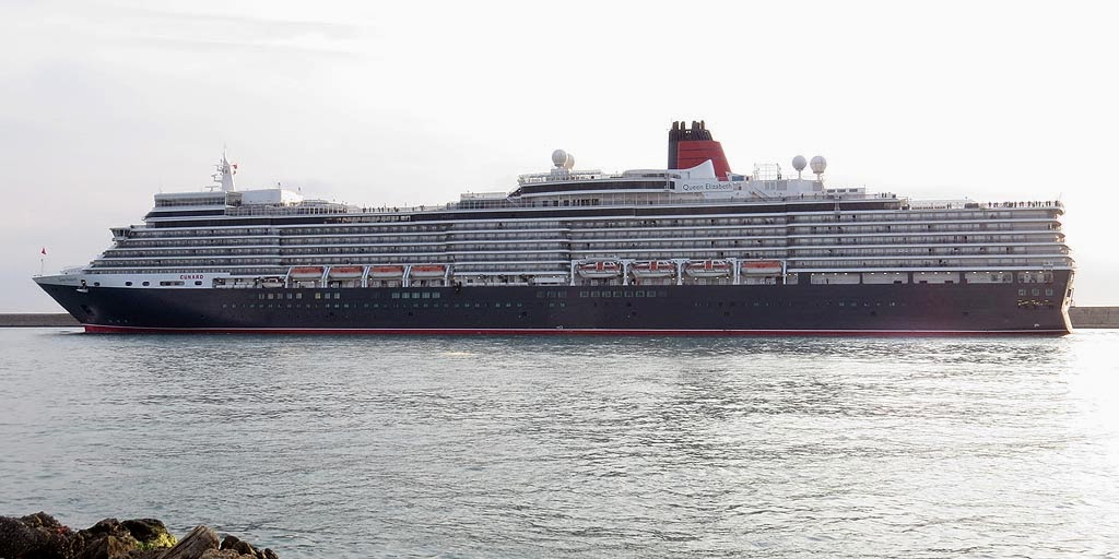 Queen Elizabeth cruise ship, IMO 9477438, port of Livorno
