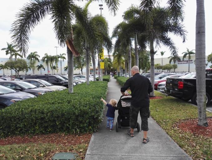 Kokemuksia Miami Beachin hotelleista ja majoituksista lasten kanssa sekä leikkipaikoista / Dolphin Mall