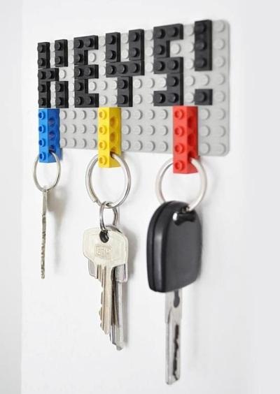 3. Rangkai batangan lego menjadi tempat menggantung kunci