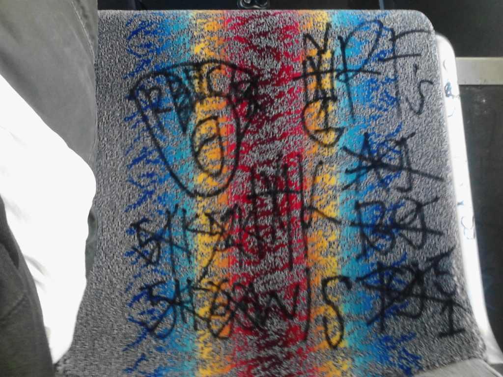 crip gangs graffiti: Rollin 40 crip neighborhood