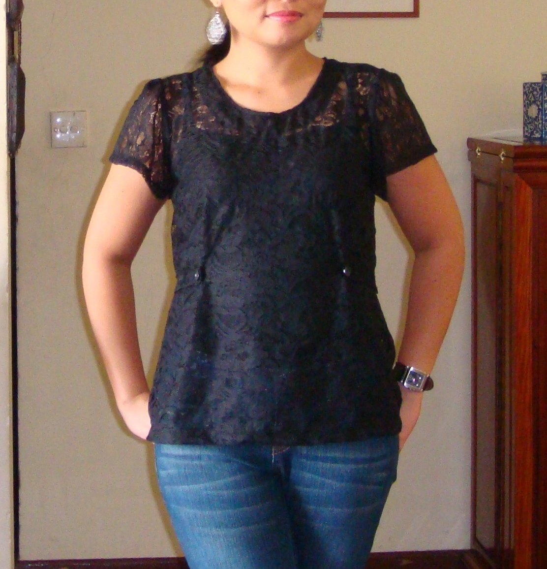 http://velvetribbonsew.blogspot.com/2012/05/black-lace-top.html