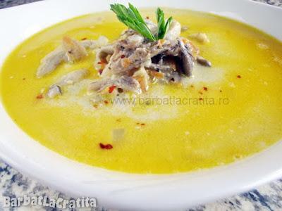 Supa de ciuperci cu smantana in farfurie (imaginea retetei)