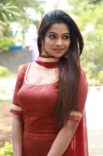 Leesha Eclairs Stills At Eedili Tamil Movie Pooja