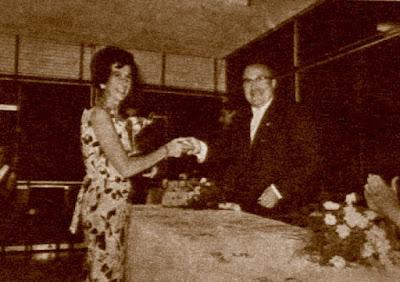 IX Campeonato de España Femenino 1965, María Luisa Gutiérrez recibiendo el premio